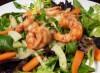 Creveti cu salata de ierburi cu orez