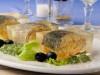 Salau in aspic cu salata a la russe