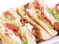 Club sandwich cu piept de pui