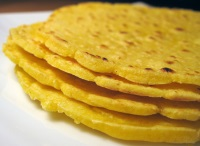 Tortilla de casa din malai (faina de porumb) pentru tacos